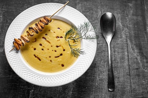 ココナッツミルクとムール貝のカレークリームスープ