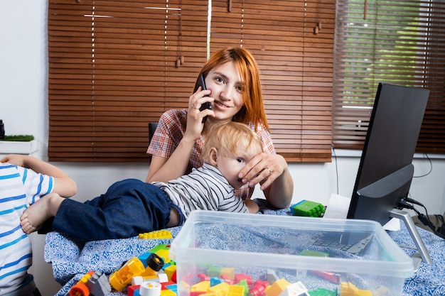 幼い子供がいる在宅勤務