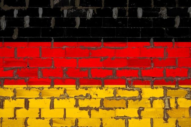 レンガの壁に描かれた国旗