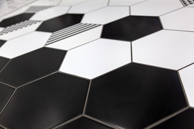 黒と白の色のモザイクの背景タイル。黒と白のモザイクタイルシャワー壁テクスチャ背景のクリーニングを閉じる