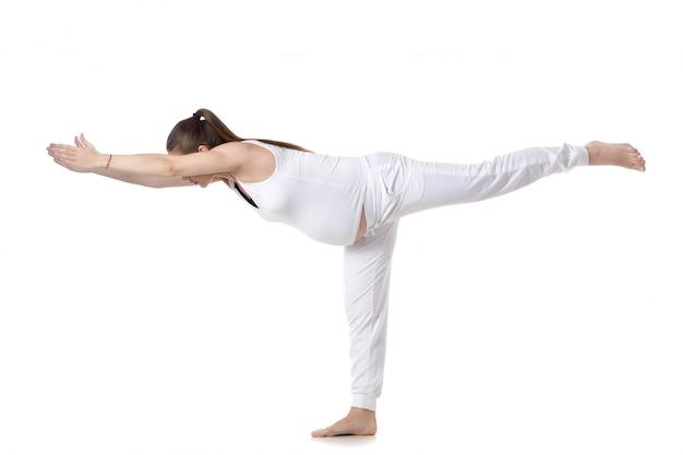 Беременные женщины на одной ноге