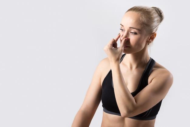 交互の鼻孔呼吸