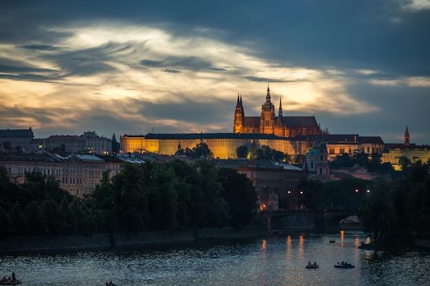夜の街の景色