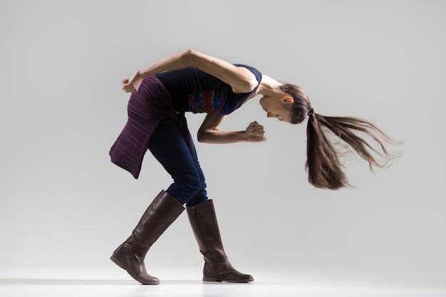 ダンスの女の子のスタジオの肖像