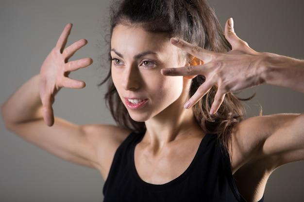 Крупный план спортивный женщина с хвостиком