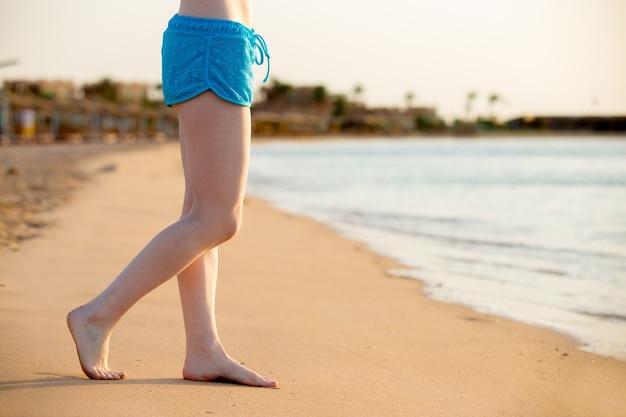 砂浜の裸足