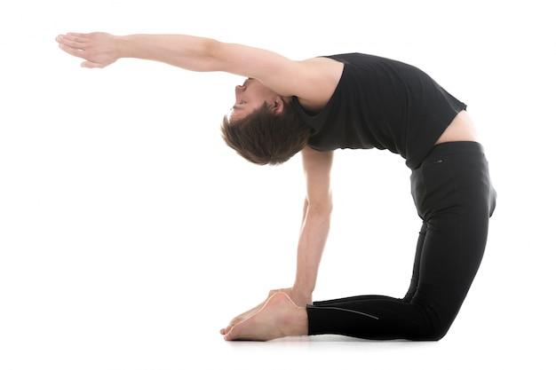 彼の体を強化するための演習をやってスポーツマン