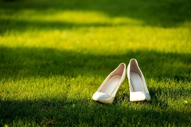 結婚式の靴。履物。花嫁の結婚式のアクセサリー。
