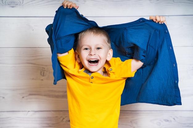 幸せな小さな男の子