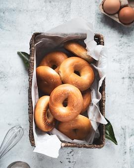 Вкусные домашние пончики с сахаром