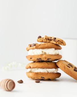 クリームとチョコレートのレシピと自家製クッキー