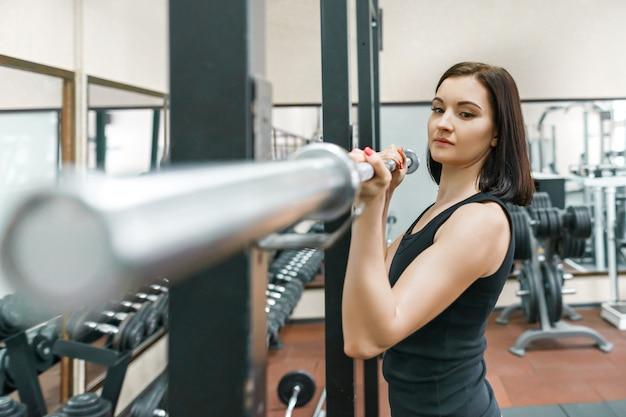 運動若い女性