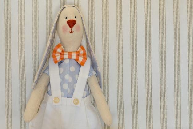 イースターのウサギのウサギ、ハンドメイドのおもちゃ