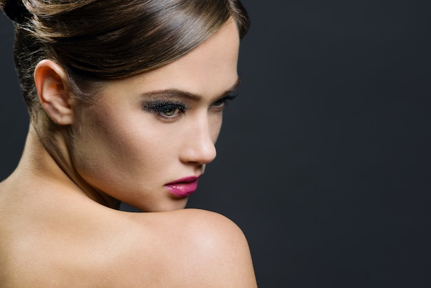 美しい女性の魅力ポートレート