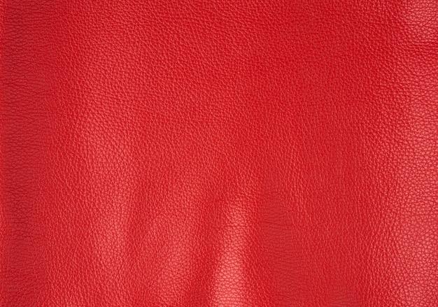 Текстура ярко-красной коровьей кожи, алого цвета