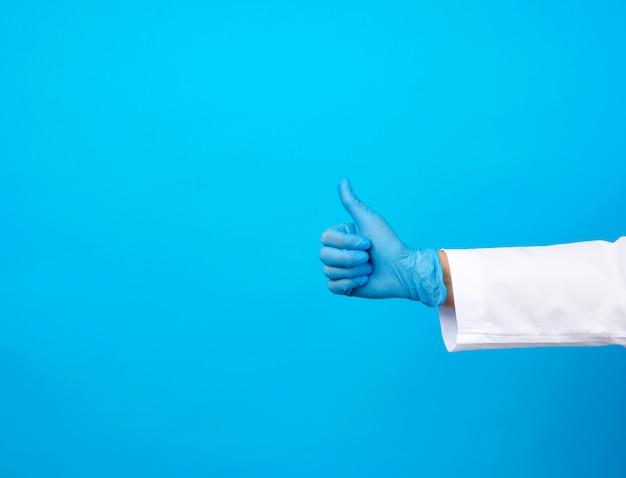 白衣の医者は彼の手で彼のようなジェスチャーを示しています