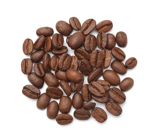 白い背景で隔離のローストコーヒー豆アラビカ