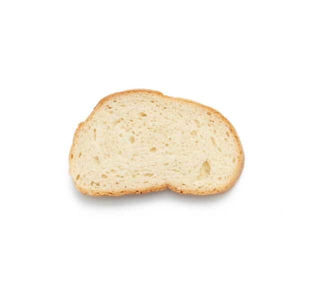 Свежий овальный ломтик хлеба из белой пшеничной муки