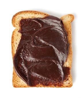 Бутерброд из белого хлеба с шоколадной пастой