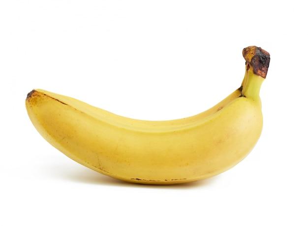 Желтые спелые бананы изолированы на белом пространстве, крупным планом