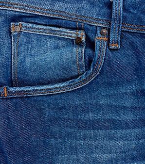 ブルーのクラシックジーンズのフロントポケット