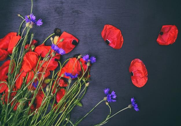 フィールドポピーとヤグルマギクの花束