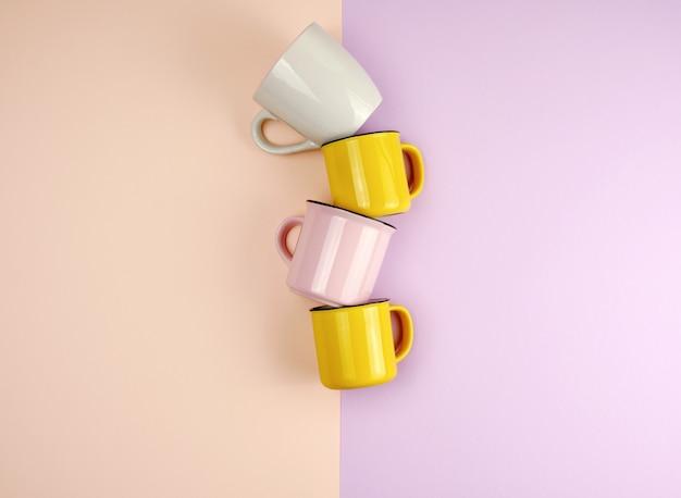 Разноцветные керамические чашки с ручкой на абстрактном пастельном фоне