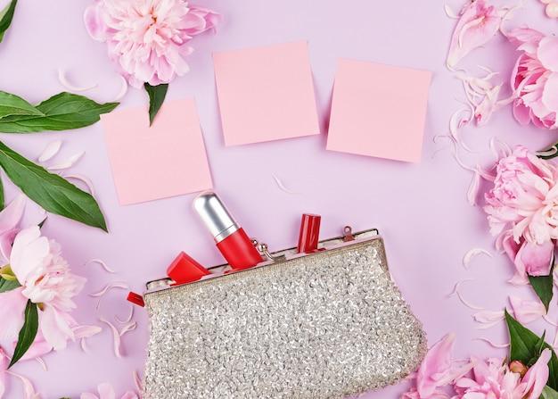 化粧品のためのスパンコールが付いている開いた銀製の女性のハンドバッグ