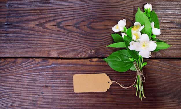 咲く白いジャスミンの花束