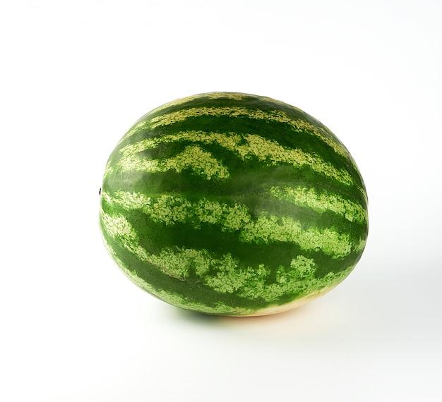 大きな緑色の縞模様のスイカ全体