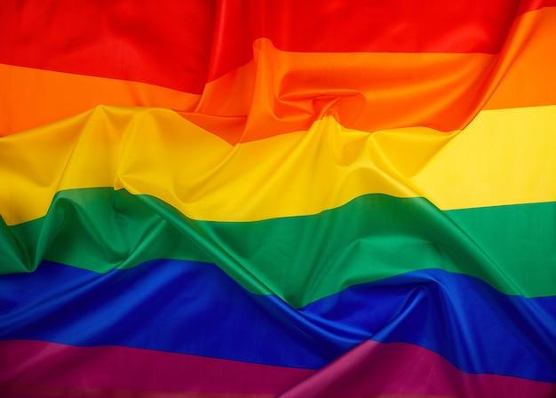 波、織物の虹色の旗、レズビアン、ゲイ、バイセクシュアルの選択の自由
