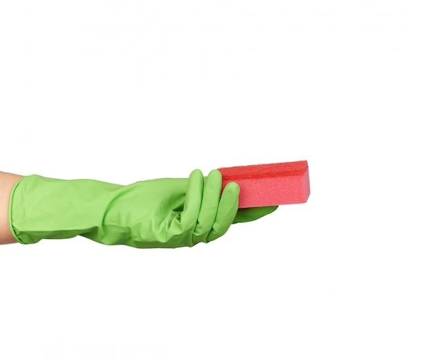 皿洗いや洗濯に緑色の手袋を着用