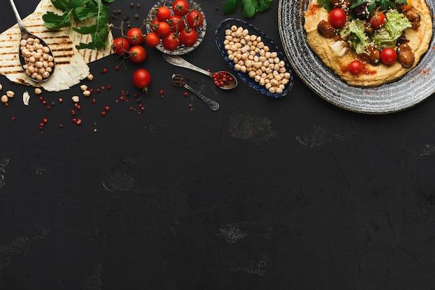 フムスと野菜、コピースペース
