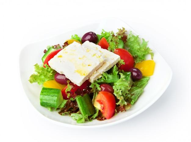 分離されたレストランの食べ物-ギリシャ風サラダ