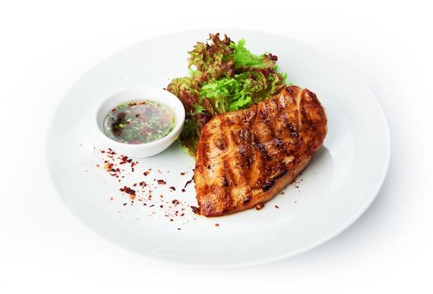レストランの食べ物-鶏ムネ肉のグリルステーキ