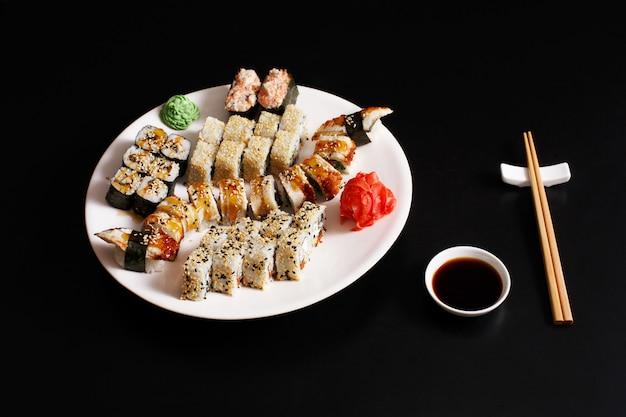 Набор суши унаги и роллов