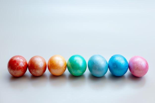 虹色の卵が産む