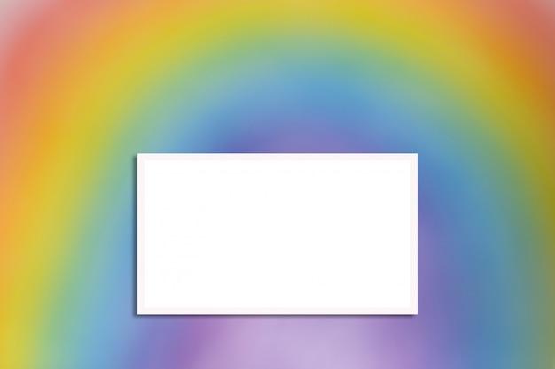 白いフレームとぼやけた虹