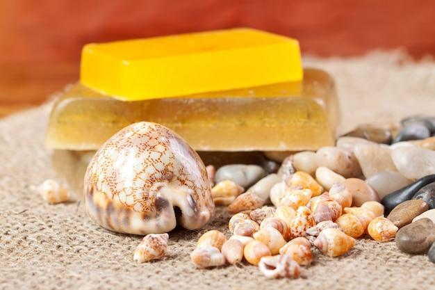石鹸、貝殻、小石