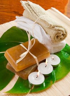 タオル、石鹸、キャンドル