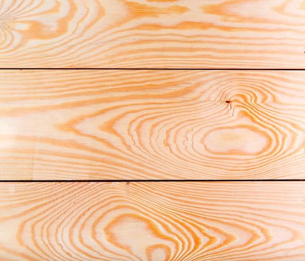 Яркие живописные кусочки деревянных досок из сосны