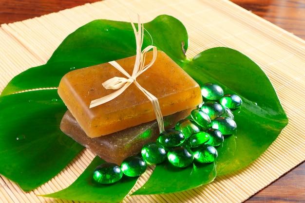 手作り石鹸と透明な小石