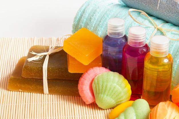 Мыло ручной работы, шампунь, гель для душа с полотенцем
