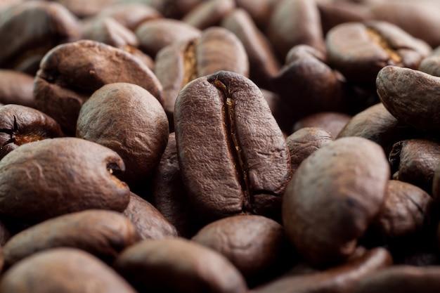 コーヒー豆の背景を閉じる