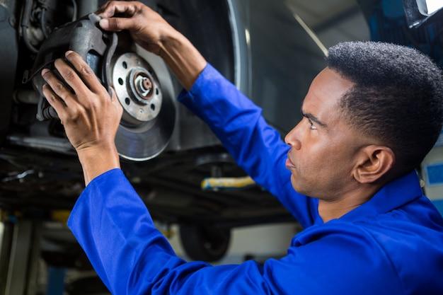 Механическая фиксация автомобиля тормоза