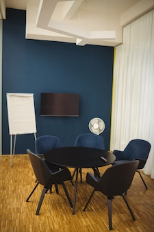 オフィスでのビジネス会議室