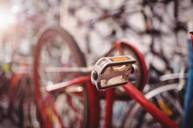 自転車のペダルのクローズアップ