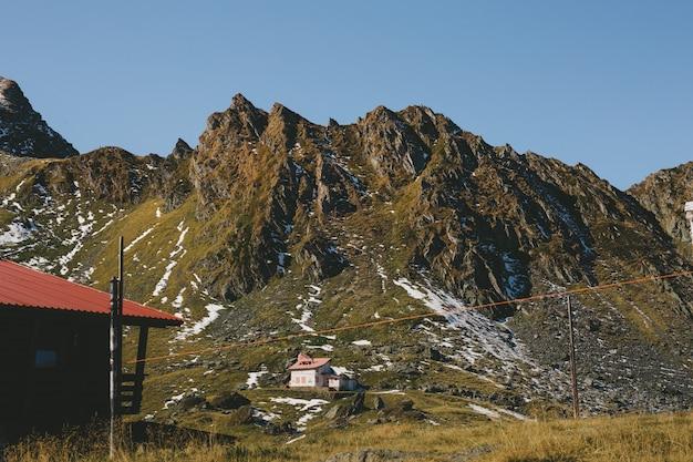 Очень красивый пейзаж с особым расположением карпатских гор, трансфагарасан