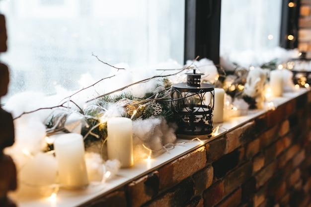 ゴールデンブラックスタイルのクリスマスの装飾とインテリア