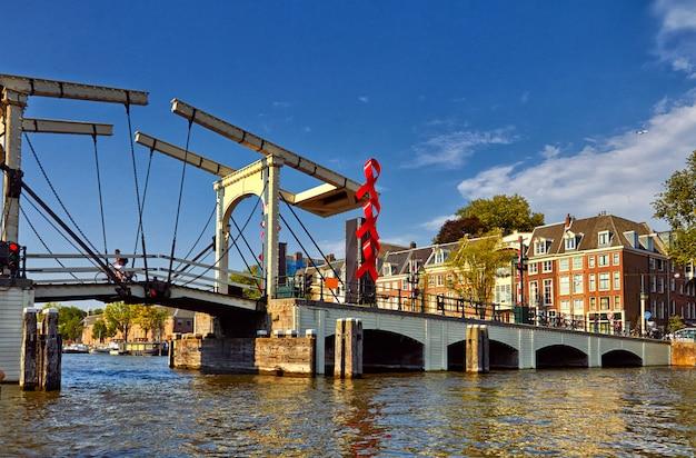 アムステルダムの運河とボート。オランダ